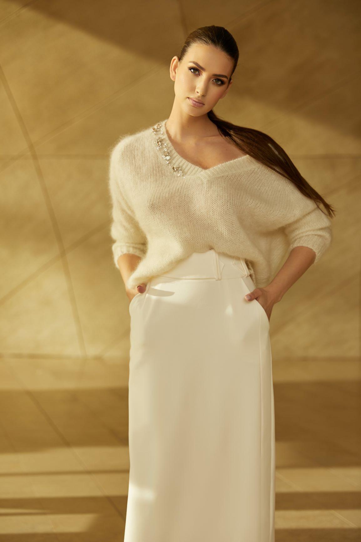 Sweter z dekoltem KAMIENIE PREMIUM